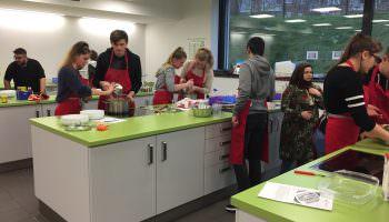 Cool Cooking Förderung der Ernährungskompetenz von jugendlichen Schülern