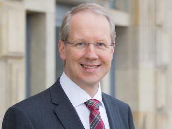 Portraits von Stefan Schostok, Oberbürgermeister der niedersächsischen Landeshauptstadt Hannover. Aufgenommen am 04. März 2014 im Neuen Rathaus von Hannover.